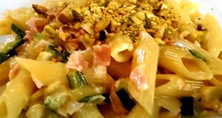 pasta zucchine e pistacchio