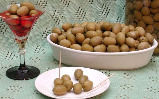 olive verdi in salamoia